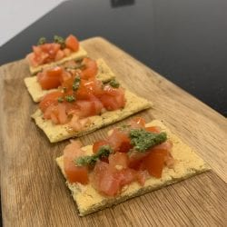 Tomato and pesto farinata