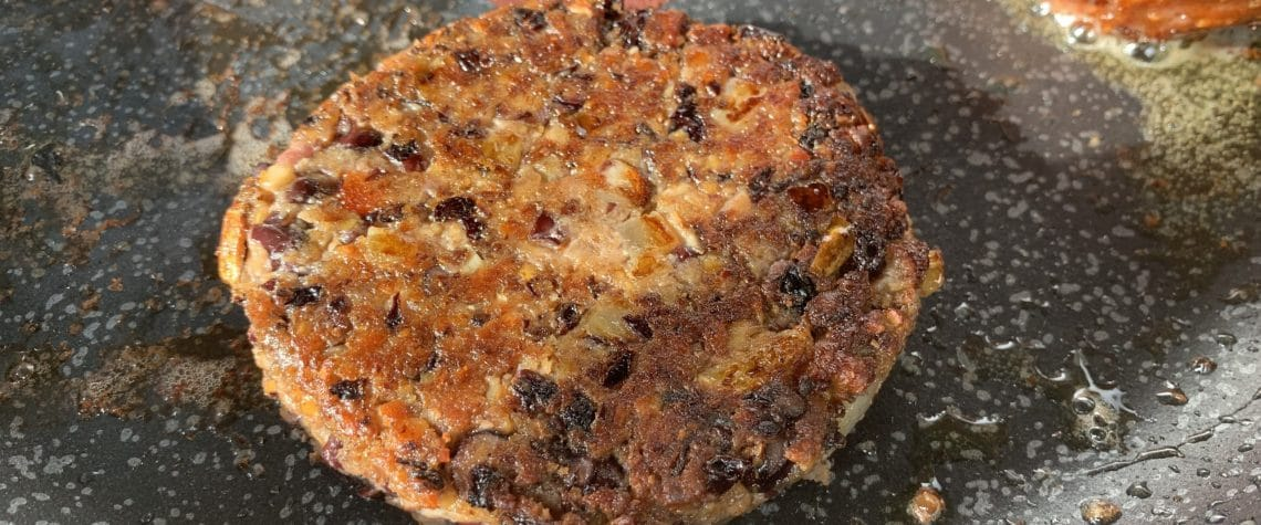 Spicy black bean and red lentil burger
