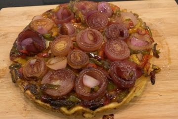 Red onion and pepper tatin